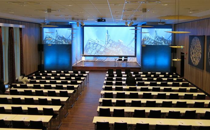 Terminus hall - største konferansesal i Bergen sentrum med dagslys. 220 i klasserom og 400 i kino.