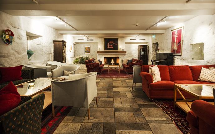Engø Gård Hotel & Restaurant - Peisestuen