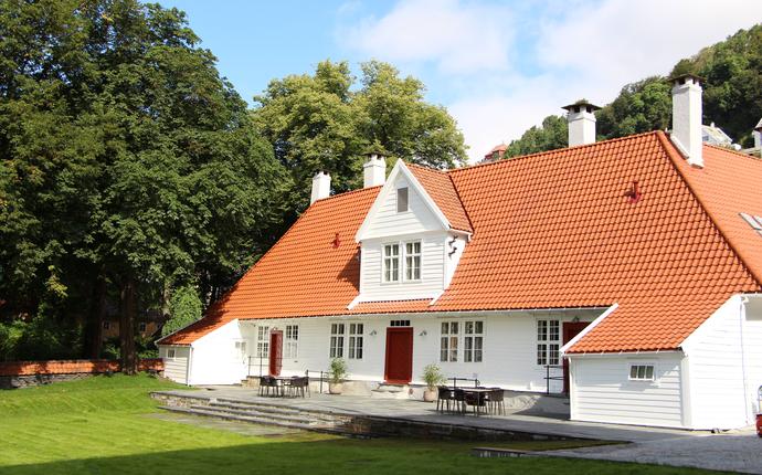 Villa Terminus - Vår eksklusive villa i hagen med 18 unike rom, stuer og bibliotek.
