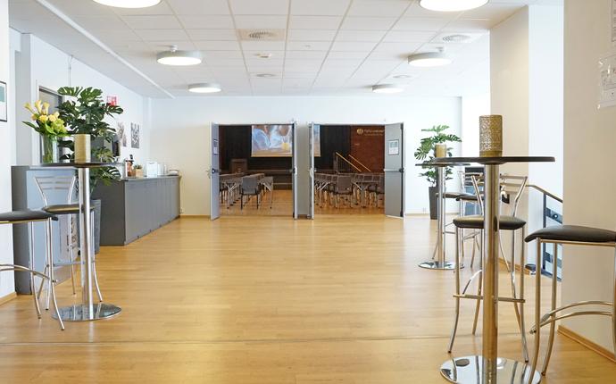 Ingeniørenes Hus Møtesenter - Foaje utenfor Festsalen. Området med egne toaletter er reservert denne salen.