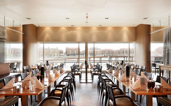 Copenhagen Marriott Hotel - Book bord i hotellets restaurant, Midtown Grill og nyd et måltid og den gode udsigt