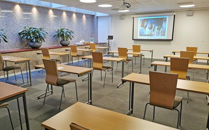 Holbergs Terrasse Kurs- og konferansesenter - Erasmus - Fleksibelt møterom med kapasitet til 20 personer med 1 meters avstand