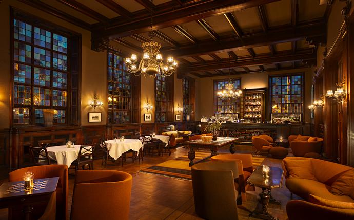Grand Hotel Terminus - I Bar Amundsen kan forfriskninger og god mat nytes i unike omgivelser.