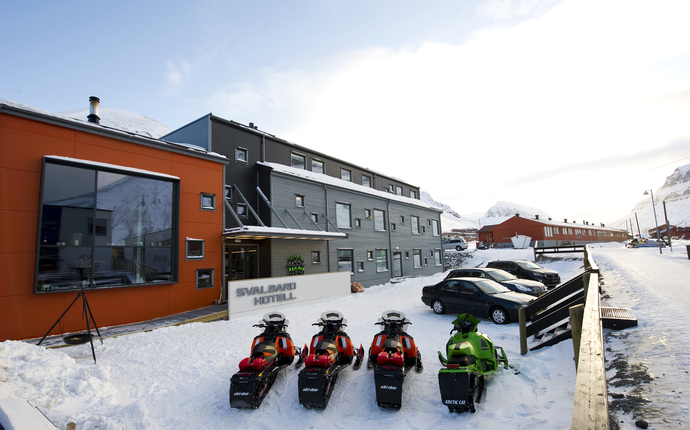 Svalbard Hotel Polfareren - Fasade Svalbard Hotell Polfareren
