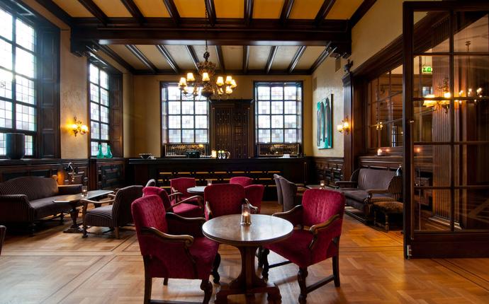Grand Terminus - Nordens største whiskybar - med rike håndverksdetaljer fra Bergenklassismens storhetstid.