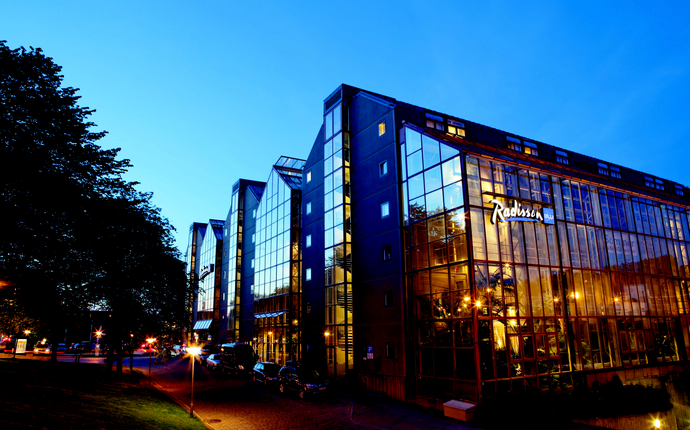 Radisson Blu Royal Garden Hotel - Fasade