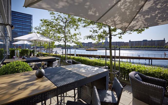 Copenhagen Marriott Hotel - Om sommeren er Pier 5's terassen det perfekte sted at nyde en drink eller et let måltid