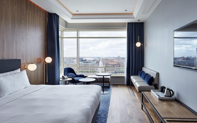 Copenhagen Marriott Hotel - Fra hotelles 406 rummelige værelser kan du enten nyde udsigten til havnekanalen eller indre by.