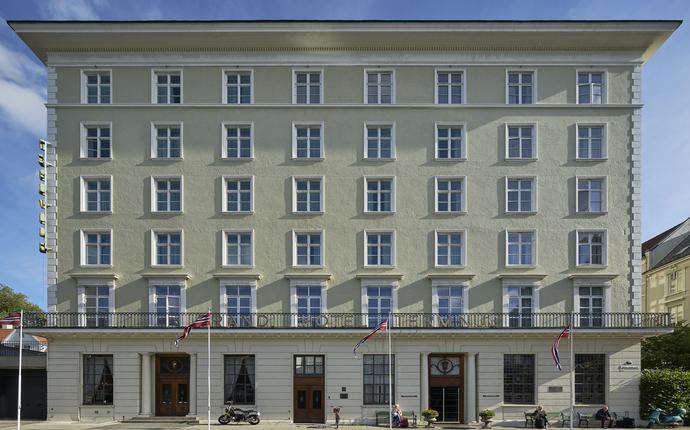 Grand Hotel Terminus - Hotellet ligger rett ved jernbanestasjonen og Bystasjonen. Holdeplass bybane og taxi er like i nærhe