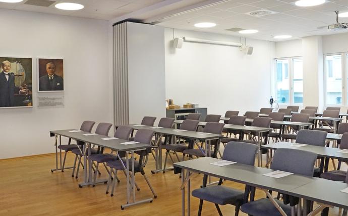 Ingeniørenes Hus Møtesenter - Birkeland/Eyde med kapasitet inntil 26 personer i klasseromsoppsett med 1 meters avstand.