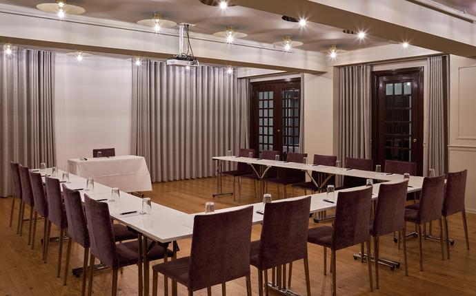 Grand Hotel Terminus - Klassisk lokale med lass til 50 i kinooppsett. Lokalet har lyse farger og beliggenhet i underetasjen